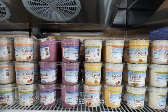 Que diriez vous d'une belle offre à la Ferme Reymann pour vous aider à faire vos provisions avant nos congés d'été ? Pour 2 yaourts ou assembleurs au lait de vache achetés = 1 troisième offert. Au choix parmi les saveurs disponibles et jusqu'à épuisement du stock. Et toujours d'actualité l'offre sur l'huile d'olive 100% italienne : 1 bouteille achetée = 1 kg de grenaille offert. Profitez - en dès ce lundi 9 et mardi 10 août sur notre site